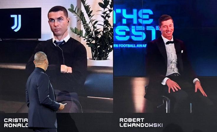 https: img.okezone.com content 2020 12 18 51 2329907 robert-lewandowski-pemain-terbaik-fifa-2020-cristiano-ronaldo-pasang-wajah-frustrasi-500DxkWwia.jpg