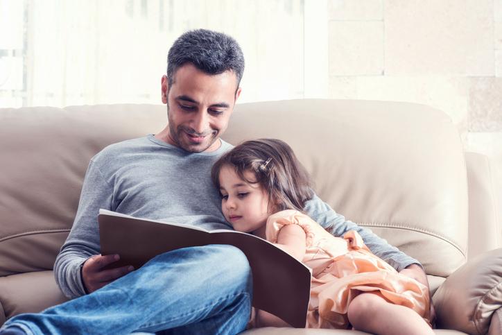 https: img.okezone.com content 2020 12 18 620 2330003 jangan-diabaikan-anak-diasuh-ayah-cegah-risiko-stunting-dWAiPEv4ZQ.jpg