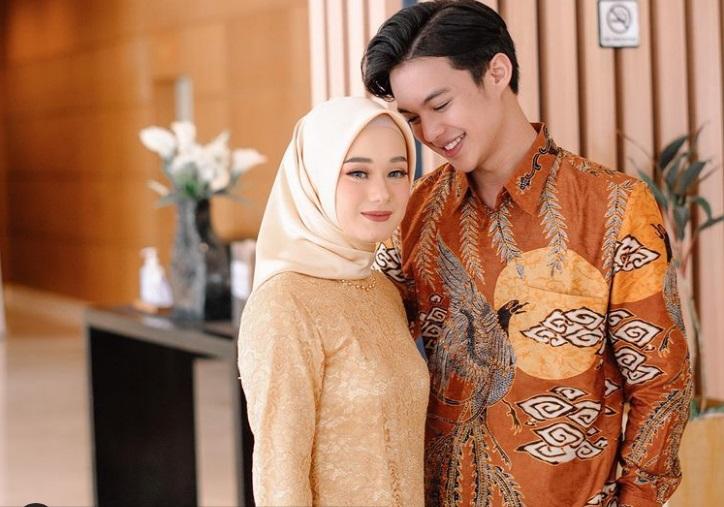 https: img.okezone.com content 2020 12 18 620 2330084 dinda-hauw-umumkan-kehamilan-rey-mbayang-i-love-you-full-EAd7IqeAsL.jpg