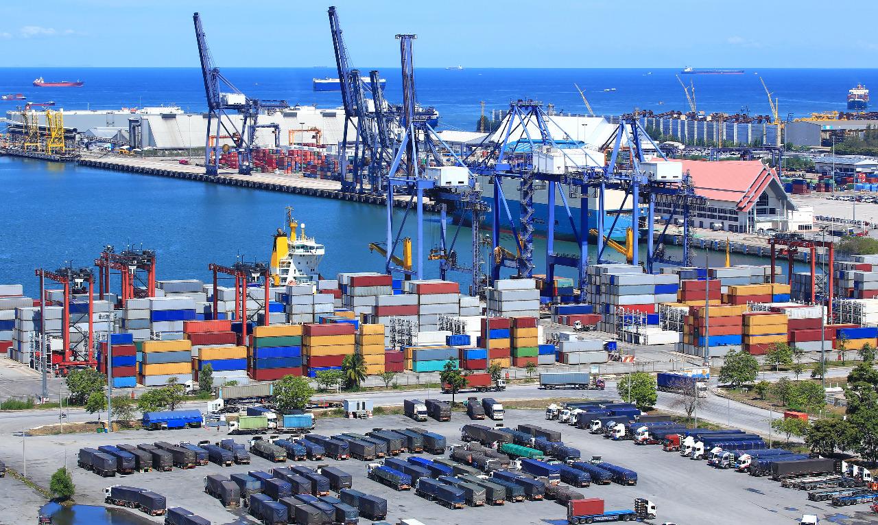 https: img.okezone.com content 2020 12 20 337 2330826 hari-ini-soft-launching-dan-pengoperasian-perdana-pelabuhan-internasional-patimban-6V25R3wlXE.jpeg