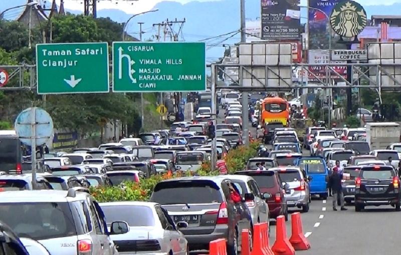 https: img.okezone.com content 2020 12 20 338 2331079 antisipasi-kemacetan-libur-nataru-polisi-siapkan-rekayasa-lalin-di-kota-bogor-vrjMsb505O.jpg