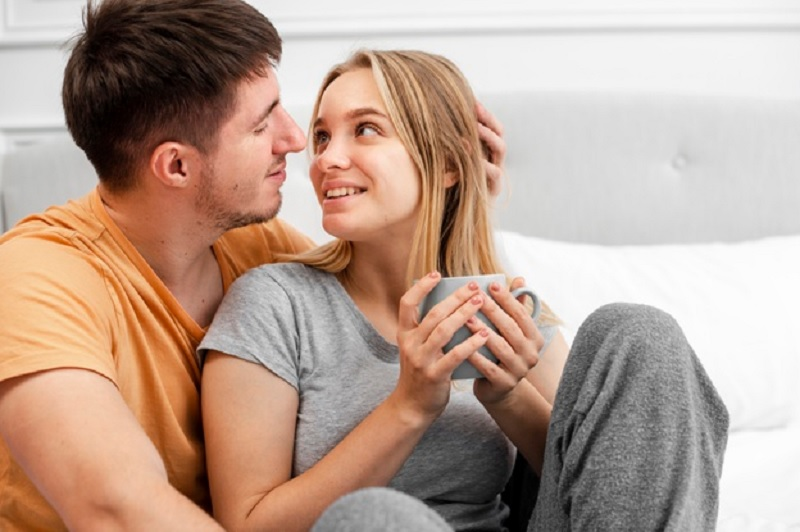 https: img.okezone.com content 2020 12 20 612 2330893 ciuman-lebih-penting-daripada-hubungan-intim-setuju-B8WN4jNsAg.jpg
