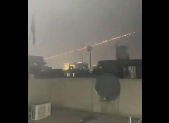 https: img.okezone.com content 2020 12 21 18 2331408 kedutaan-as-di-zona-hijau-baghdad-dihujani-roket-setidaknya-1-orang-terluka-LY7ilU2y64.jpg