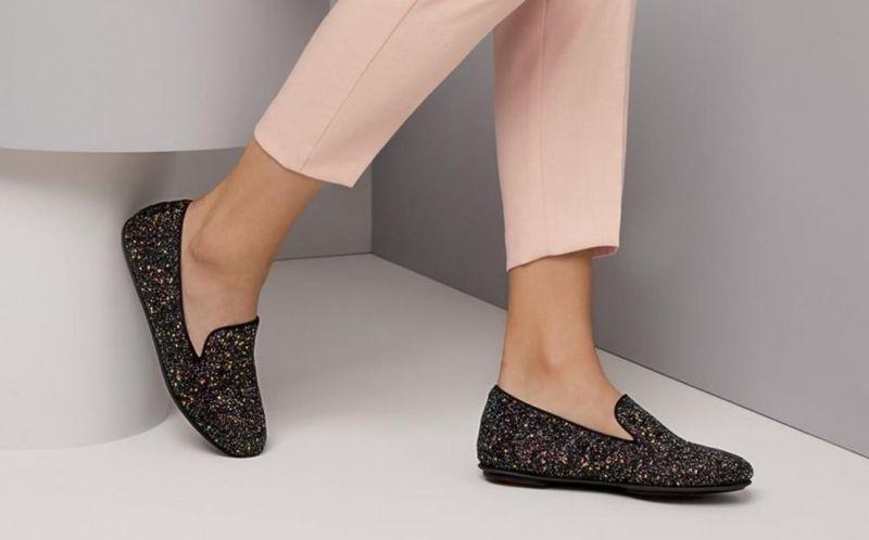 https: img.okezone.com content 2020 12 21 194 2331562 beli-sepatu-online-tapi-kekecilan-coba-3-trik-ini-ladies-7ZdxZXn6Ud.jpg