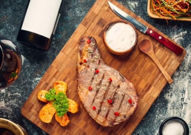 https: img.okezone.com content 2020 12 21 298 2331483 hasilkan-steak-terbaik-pakai-7-potongan-daging-ini-bHg09sFSUZ.jpg