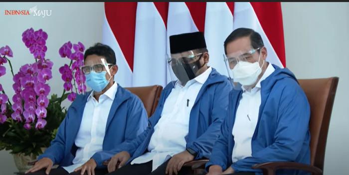 https: img.okezone.com content 2020 12 22 337 2332215 ketika-6-menteri-baru-jokowi-serempak-pakai-jaket-biru-41z5gn2b53.png