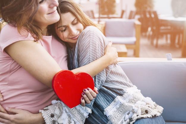 https: img.okezone.com content 2020 12 22 481 2332117 hadiah-spesial-di-hari-ibu-bantu-dia-jaga-kesehatan-dengan-4-kegiatan-ini-HE9LdUXzA3.jpg