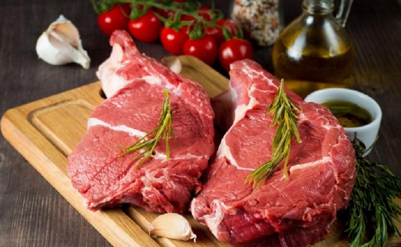 https: img.okezone.com content 2020 12 23 298 2333063 persiapan-natal-ini-7-cara-memotong-daging-sapi-biar-enggak-alot-apISApnAcK.jpg