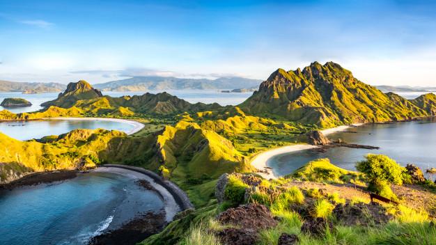 https: img.okezone.com content 2020 12 23 408 2332988 7-destinasi-wisata-menawan-bak-surga-di-ntt-untuk-liburan-akhir-tahun-KmkomrYZhR.jpg