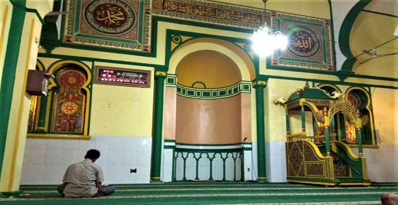 https: img.okezone.com content 2020 12 23 614 2332865 sudah-7-kali-direnovasi-masjid-al-osmani-di-medan-tetap-bercorak-eropa-china-dan-melayu-mmNwr4GaLy.jpg