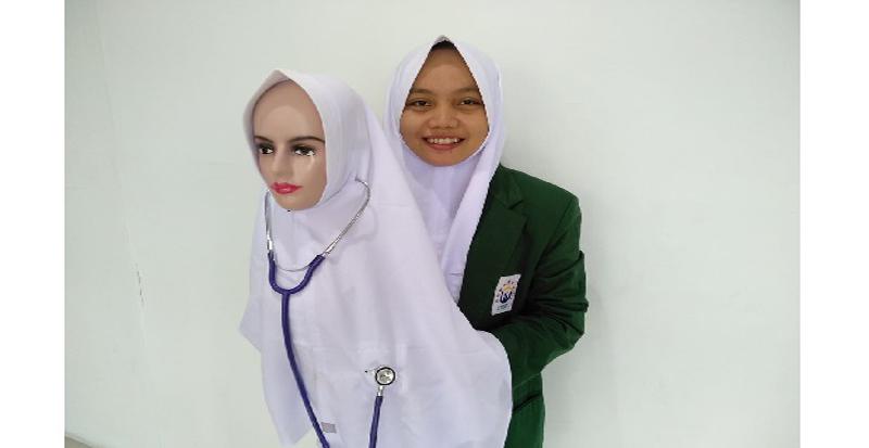 https: img.okezone.com content 2020 12 23 617 2332673 hijab-k-pop-untuk-perawat-dan-dokter-lebih-luwes-cek-pasien-PwGHhpZ29n.jpg