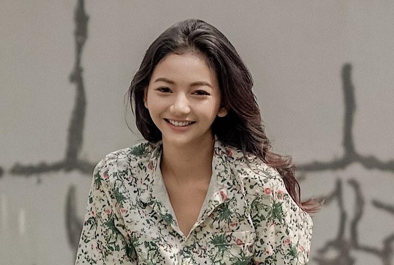 https: img.okezone.com content 2020 12 24 194 2333401 4-padu-padan-outfit-glenca-chysara-elsa-ikatan-cinta-aslinya-manis-cV5CsnxlRs.jpg