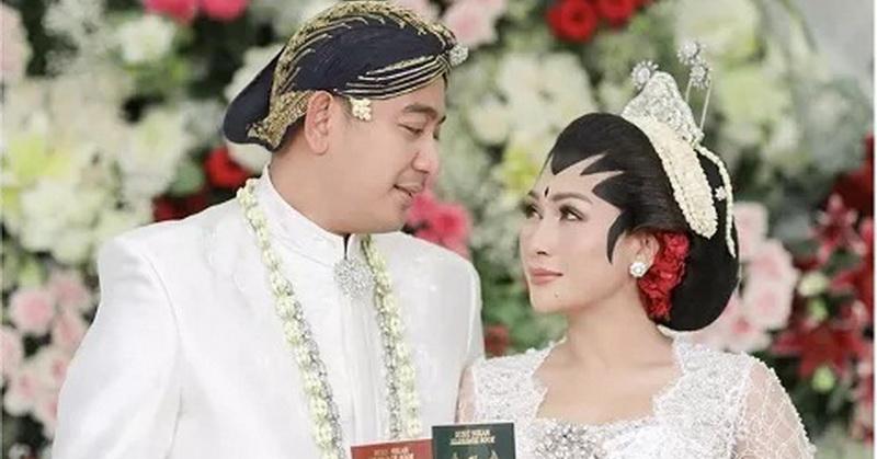 https: img.okezone.com content 2020 12 24 33 2333524 kaleidoskop-deretan-artis-indonesia-yang-menikah-di-2020-oV4tDcivxo.jpg