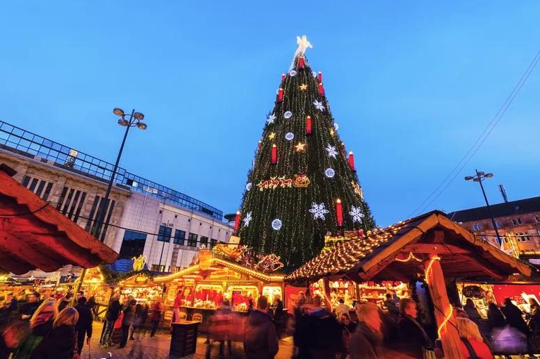 https: img.okezone.com content 2020 12 24 470 2333509 6-pohon-natal-terbesar-di-dunia-0TLlSuFmKO.jpg