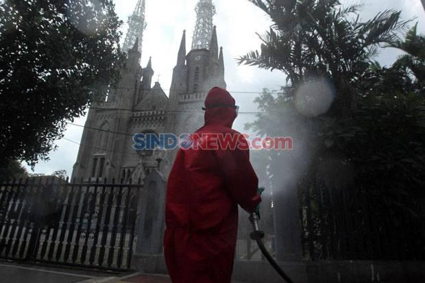 https: img.okezone.com content 2020 12 24 519 2333202 pendeta-gereja-positif-covid-19-misa-natal-dibatalkan-GHwueCUkxO.jpg