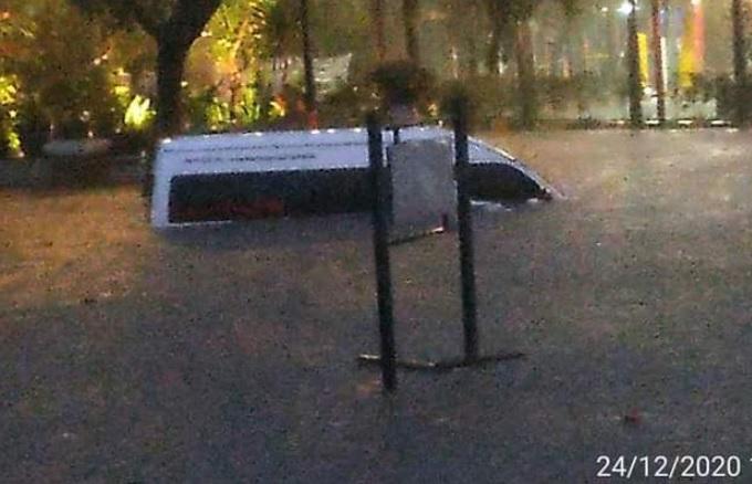https: img.okezone.com content 2020 12 24 525 2333554 bak-lautan-ini-foto-foto-penampakan-banjir-parah-di-kota-bandung-otP9jNqGw3.jpg