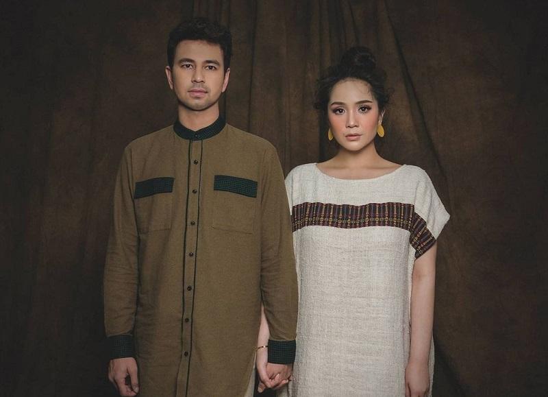 https: img.okezone.com content 2020 12 24 620 2333259 5-potret-selebriti-indonesia-dalam-balutan-kain-tenun-u8usvdHO5Q.jpg