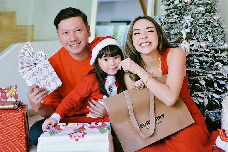 https: img.okezone.com content 2020 12 25 194 2333933 rayakan-natal-bareng-gisel-gading-marten-dan-gempi-kompak-pakai-outfit-merah-K20qKuSTsO.jpg