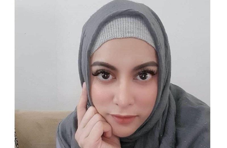 https: img.okezone.com content 2020 12 25 620 2333837 jane-shalimar-ribut-dengan-suami-netizen-singgung-masa-lalu-clhSReXZCb.jpg