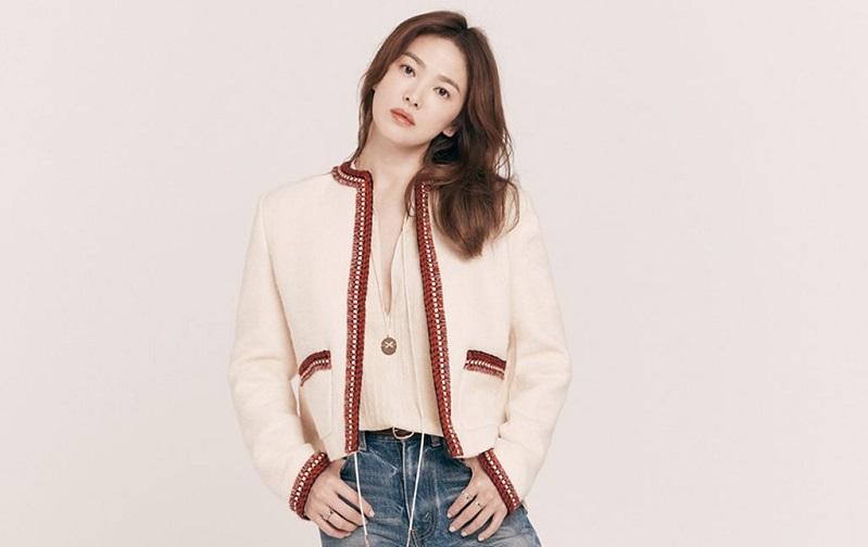 https: img.okezone.com content 2020 12 26 33 2334113 song-hye-kyo-dapat-rangkaian-bunga-di-hari-natal-dari-siapa-bdIeIyxTMe.jpg