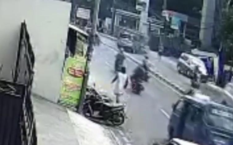 https: img.okezone.com content 2020 12 26 338 2334247 pengemudi-hyundai-jadi-tersangka-kecelakaan-pasar-minggu-terbukti-senggol-mobil-polisi-axtXbWExiK.jpg