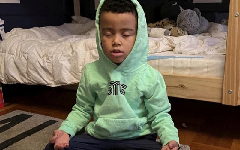 https: img.okezone.com content 2020 12 26 612 2334032 bocah-ini-sukses-kumpulkan-ratusan-juta-untuk-donasi-mainan-di-hari-natal-5y3KbHU4OI.jpg