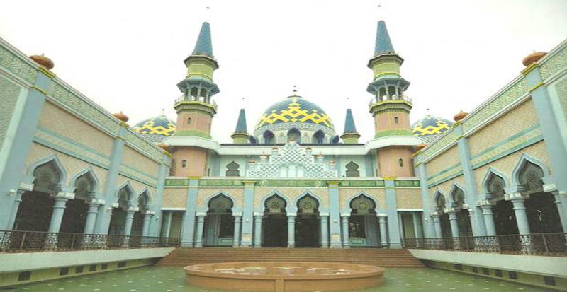 https: img.okezone.com content 2020 12 26 614 2334096 masjid-agung-tuban-saksi-perkembangan-islam-di-bumi-wali-sejak-zaman-kerajaan-majapahit-FmCv9m328F.jpg