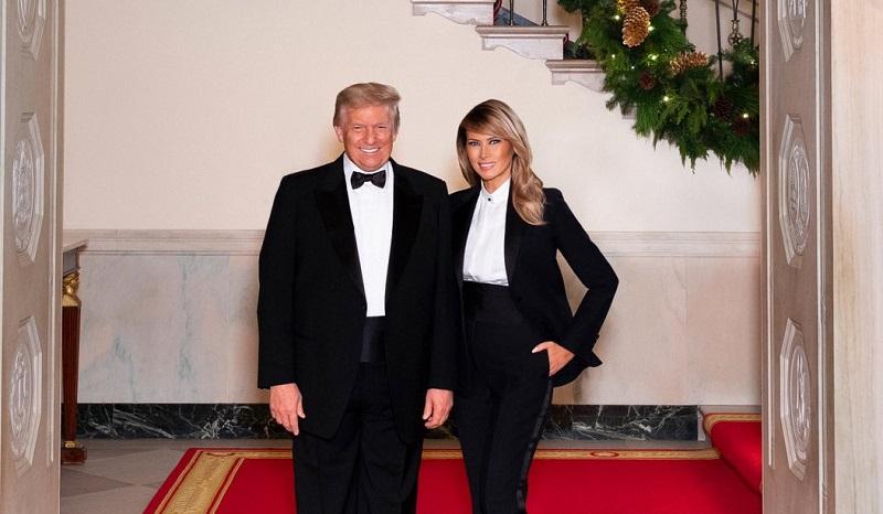 https: img.okezone.com content 2020 12 27 194 2334421 foto-kartu-natal-terakhir-melania-trump-sebagai-first-lady-amerika-ZO8nPVc9PG.jpg