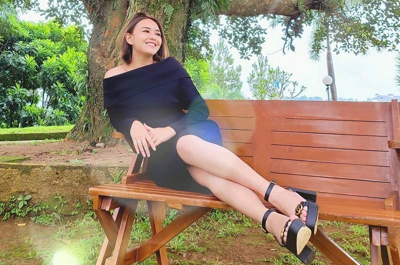 https: img.okezone.com content 2020 12 27 194 2334450 5-koleksi-sepatu-mahal-amanda-manopo-harganya-di-atas-rp10-juta-semua-KZPZjWHe9d.jpg