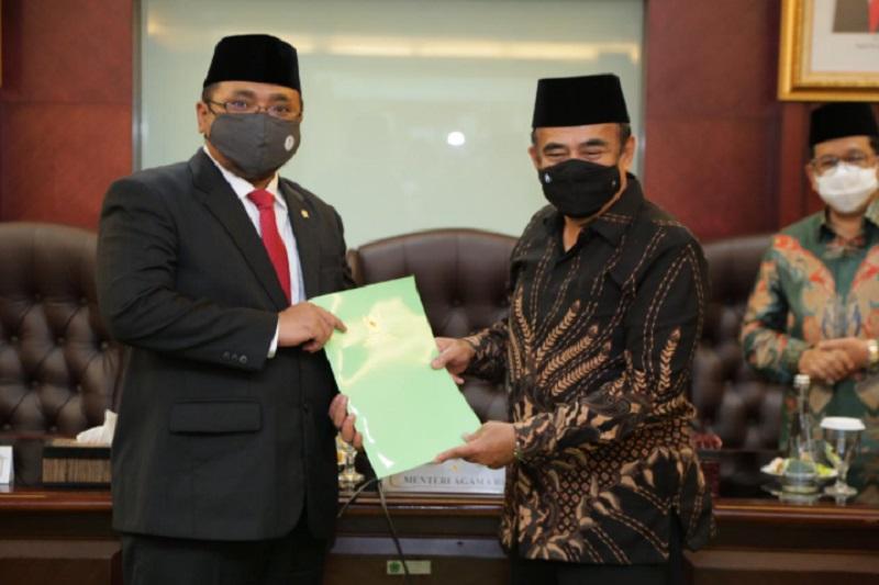 https: img.okezone.com content 2020 12 27 337 2334484 menag-indonesia-berdiri-sebagai-kesepakatan-kultur-budaya-dan-agama-zIAQyEaXKK.jpg