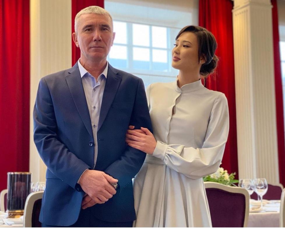 Sabina Altynbekova Upload Foto Bareng Pria, Netizen: Itu Ayahnya atau Suaminya? : Burkelandya Olagraga