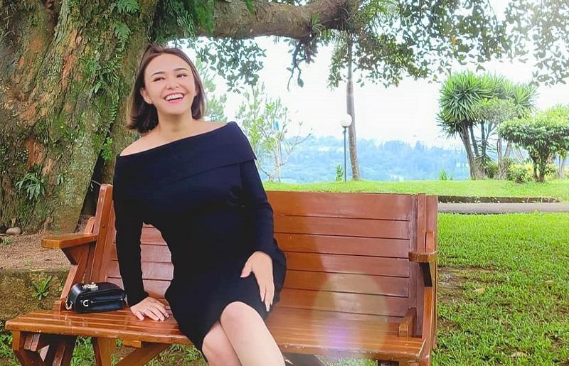 https: img.okezone.com content 2020 12 28 194 2335263 manisnya-amanda-manopo-pakai-hight-heels-rp11-5-juta-mipz4suA5n.jpg