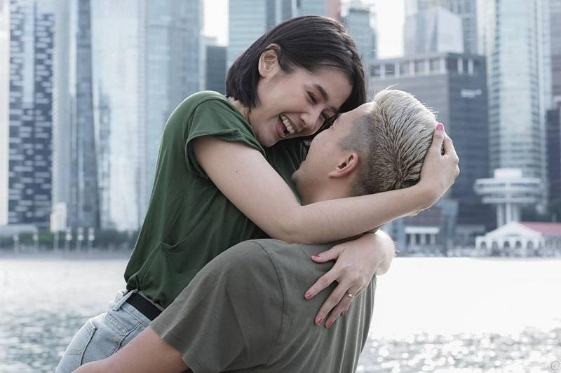 https: img.okezone.com content 2020 12 28 33 2334772 ardina-rasti-hamil-anak-ke-2-suami-panjatkan-doa-WF0NzDkLyV.jpg