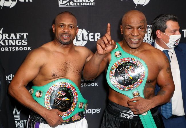 Kaleidoskop 2020: Si Leher Beton Mike Tyson Bangkit dari Pensiun di Usia 54 Tahun : Burkelandya Olagraga