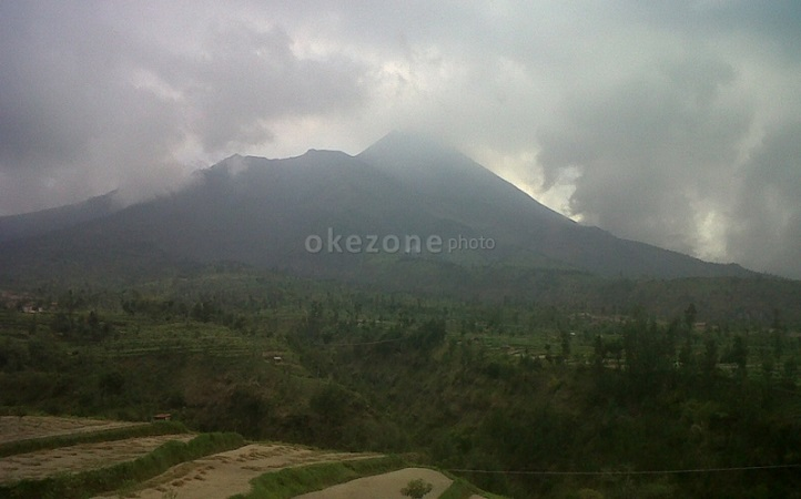 https: img.okezone.com content 2020 12 28 510 2334744 4-kali-suara-guguran-terdengar-dari-gunung-merapi-pagi-ini-YexpETedFs.jpg