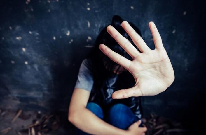 https: img.okezone.com content 2020 12 28 610 2334818 penumpang-terakhir-mahasiswi-ini-diperkosa-di-dalam-mobil-travel-hingga-trauma-rTg61Pal0P.jpg