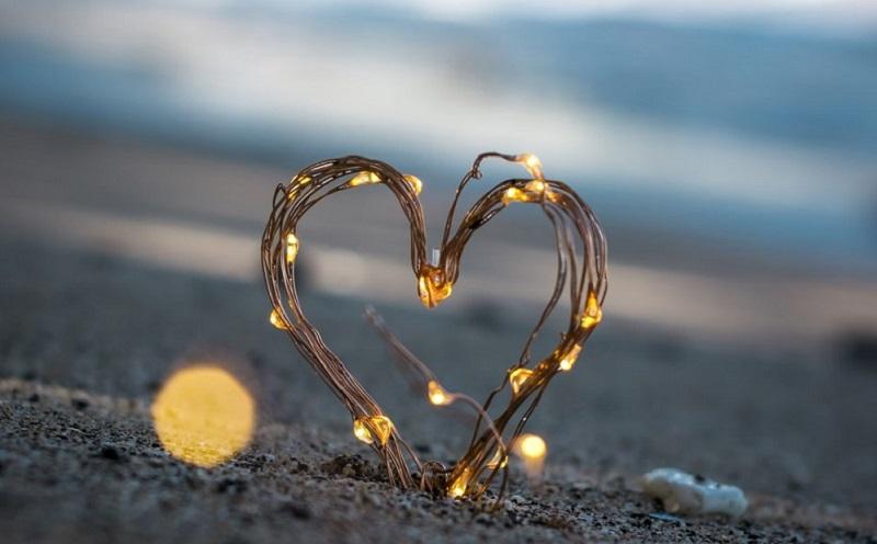 https: img.okezone.com content 2020 12 28 612 2335039 puisi-cinta-dalam-diam-mungkin-menggambarkan-perasaanmu-saat-ini-iOXG8V8v1C.jpg