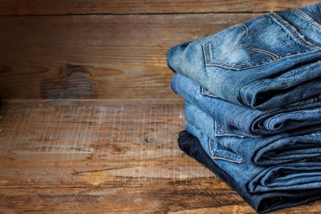 https: img.okezone.com content 2020 12 28 612 2335303 hindari-terlalu-sering-mencuci-jeans-begini-cara-merawatnya-dengan-benar-eH64WQBMUK.jpg