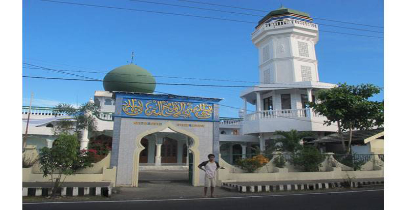 https: img.okezone.com content 2020 12 28 614 2334925 masjid-agung-awwal-fathul-mubien-saksi-bisu-penyebaran-islam-di-indonesia-timur-MerHWSjWsS.jpg