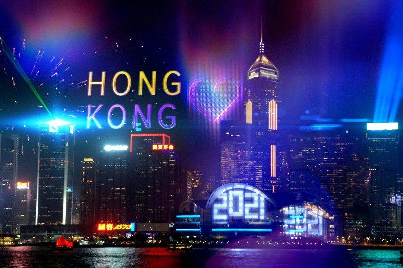 https: img.okezone.com content 2020 12 28 620 2335163 hong-kong-gelar-pesta-tahun-baru-2021-disiarkan-via-online-ke-seluruh-dunia-0anMqM4GV4.jpg