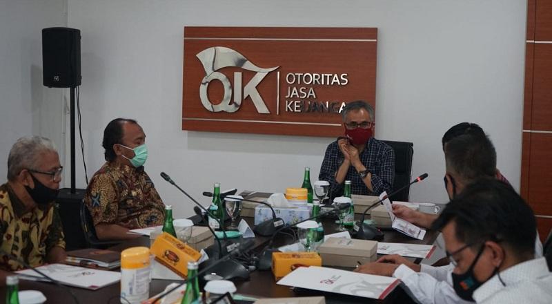 https: img.okezone.com content 2020 12 29 320 2335688 bos-ojk-minta-produk-syariah-harus-kompetitif-bcNxqumPYb.jpg