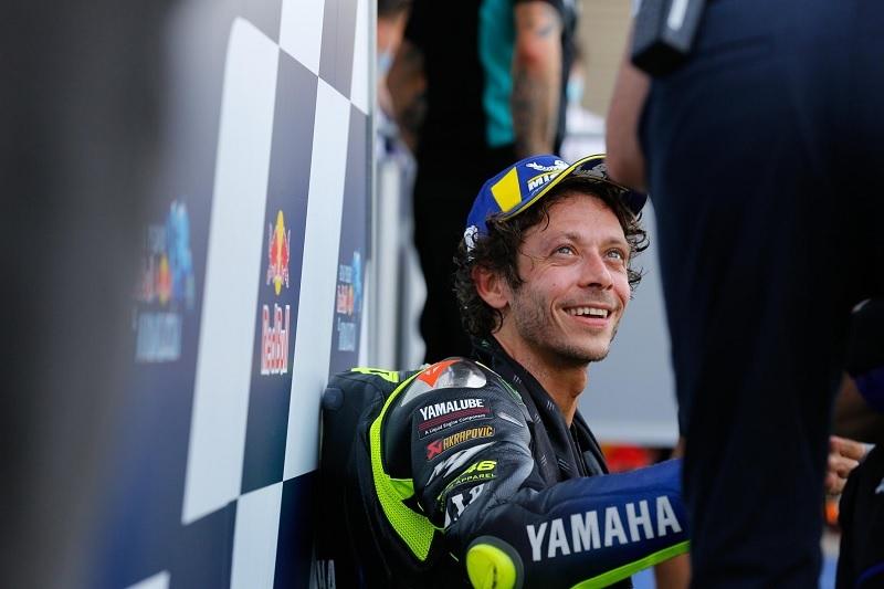 Berkarier Panjang, Valentino Rossi Penting untuk Penggemar MotoGP  : Burkelandya Olagraga