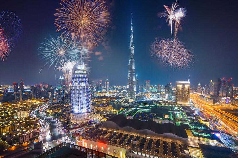 https: img.okezone.com content 2020 12 29 406 2335546 8-negara-tetap-gelar-pesta-malam-tahun-baru-2021-as-hingga-uea-Ir6e3cdWr5.jpg