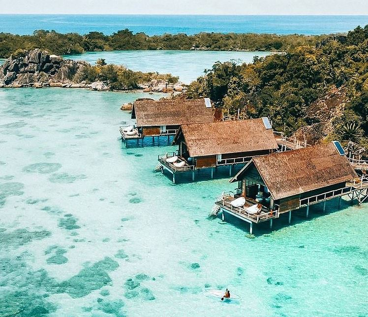 https: img.okezone.com content 2020 12 29 408 2335843 pesona-pulau-bawah-surga-wisata-tersembunyi-di-kepri-W8ihb8X0cZ.jpg