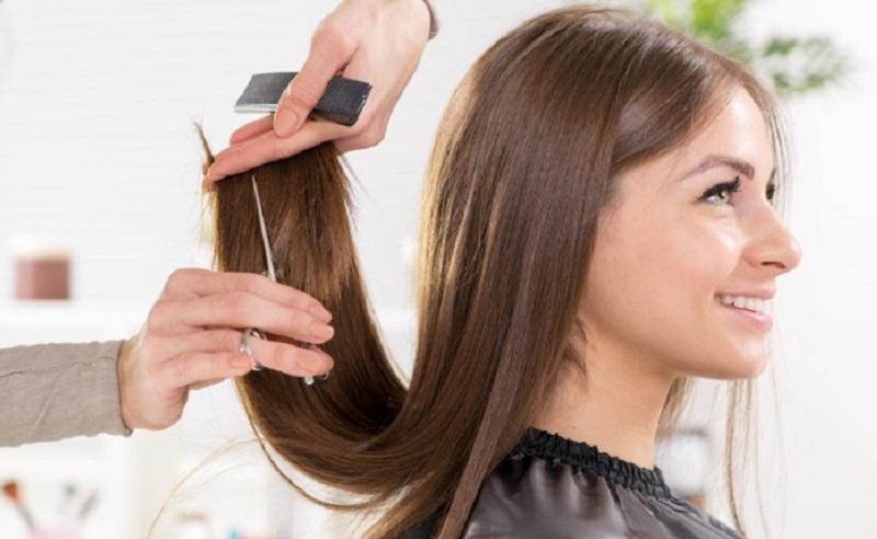 https: img.okezone.com content 2020 12 29 611 2335422 seberapa-sering-rambut-harus-dipangkas-WP8Gh0PYDk.jpg