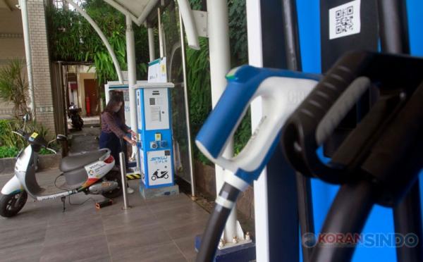 https: img.okezone.com content 2020 12 30 320 2336265 indonesia-bakal-produksi-14-juta-kendaraan-listrik-pada-2035-vuwV9Mjpom.jpg