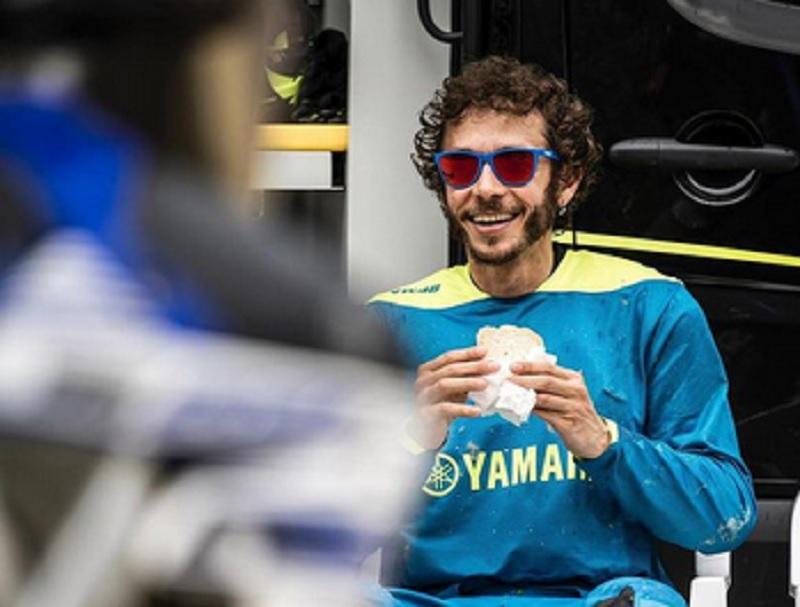 Minim Tekanan, Valentino Rossi Diprediksi Bersinar Bersama Petronas Yamaha : Burkelandya Olagraga