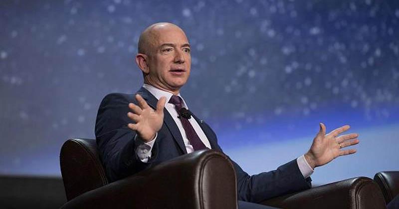 https: img.okezone.com content 2020 12 30 455 2336129 daftar-orang-terkaya-dunia-2020-ada-jeff-bezos-hingga-bos-djarum-MJrGpsh9Zi.jpg