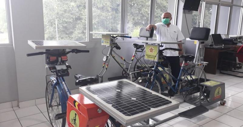 https: img.okezone.com content 2020 12 30 65 2336434 workbikecycle-inovasi-sepeda-yang-bisa-digunakan-sambil-bekerja-JmJGhD6KP0.jpg