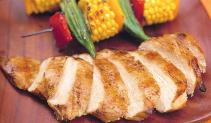 https: img.okezone.com content 2020 12 31 298 2336789 hidangan-malam-tahun-baru-yuk-olah-dada-ayam-pakai-4-cara-ini-biar-lebih-lezat-ks7ROdavSI.jpg